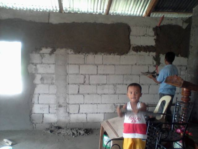 The people worked hard to prepare the new chapel at Ventinilla Baptist Church